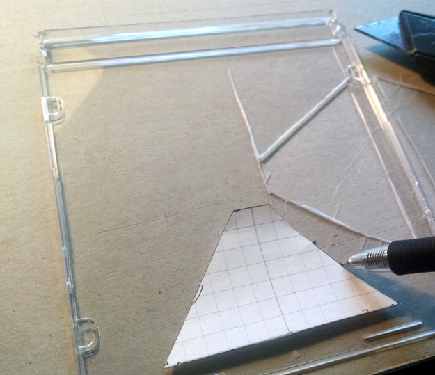 Cutting and assembling the smartphone hologram projector